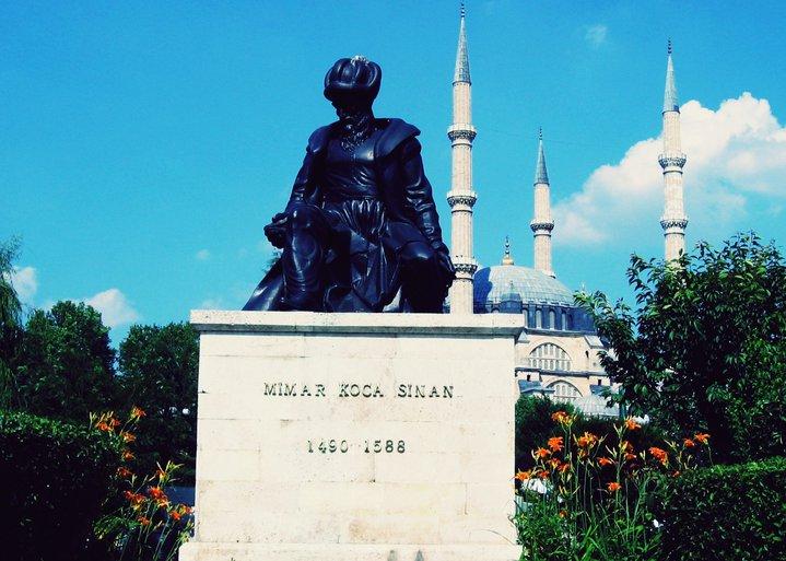 Mimar Sinan Heykeli ve Selimiye Camii