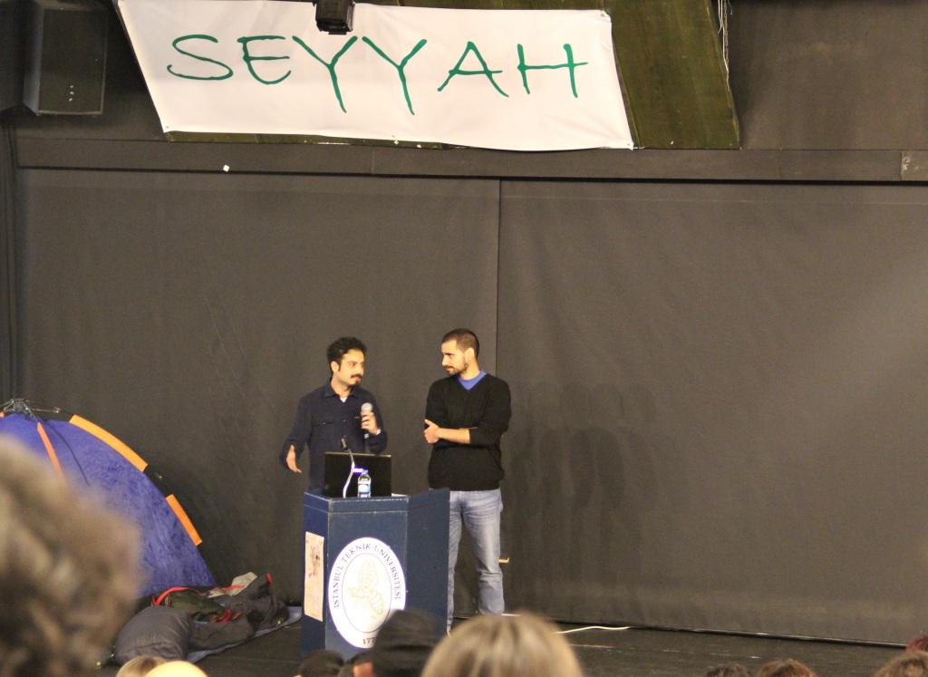 Etkinliğin sunucuları İz Tv'deki Yolda programının da sunucuları olan Yiğit Alpman ve Eren Aybars Arpacık