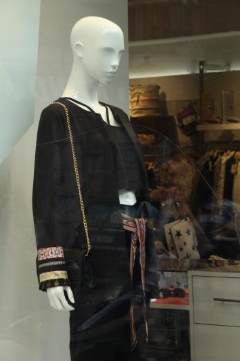 Mulaya / Madrid - Mağazanın içini fotoğraflamak için izin istedim ama nafile.